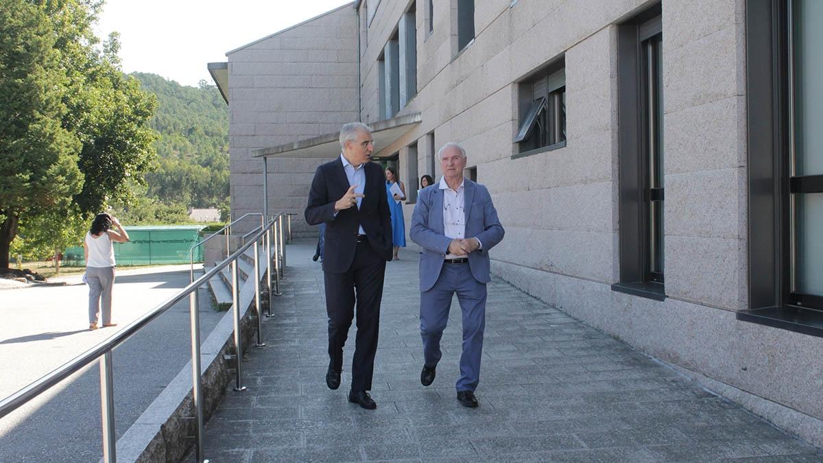 O conselleiro de Economía, Emprego e Industria, Francisco Conde, visita o Centro de Día e Residencial Castro Navás da Fundación Menela