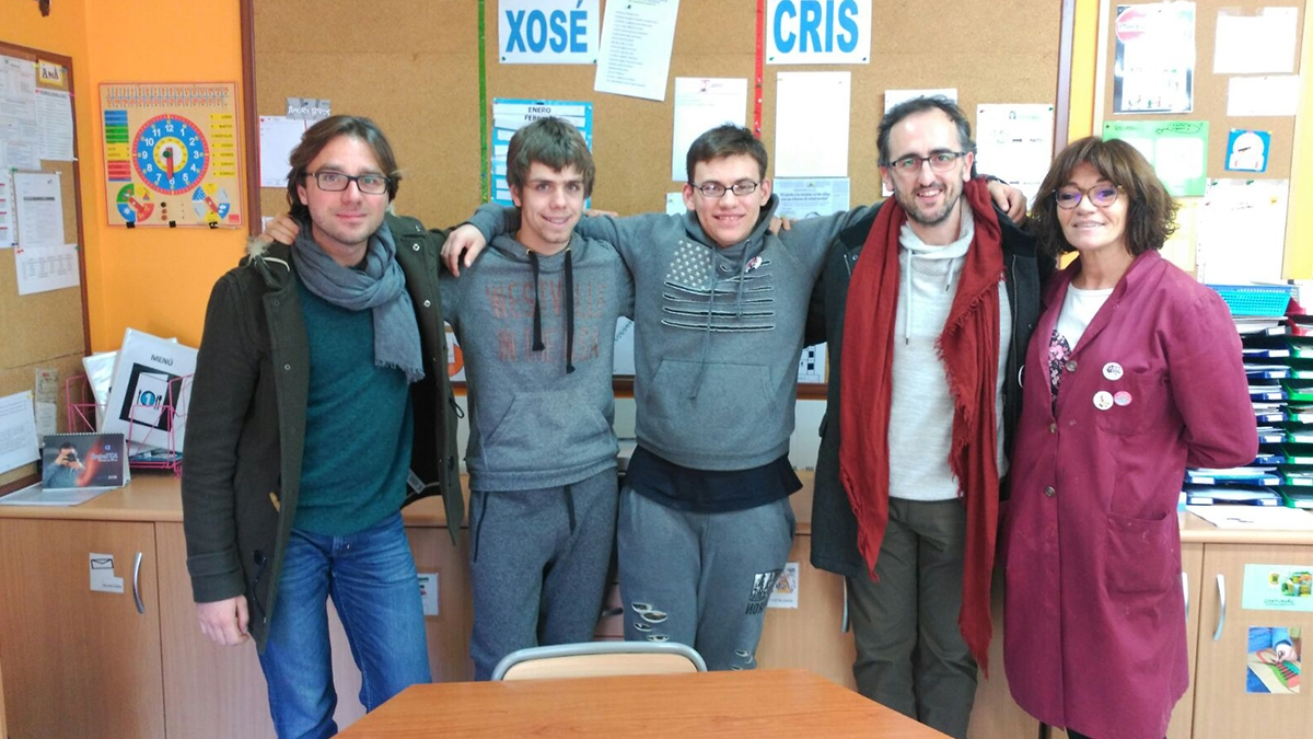 "Iván Ruiz, director do documental ""OTRAS VOCES"" visita a Fundación Menela"
