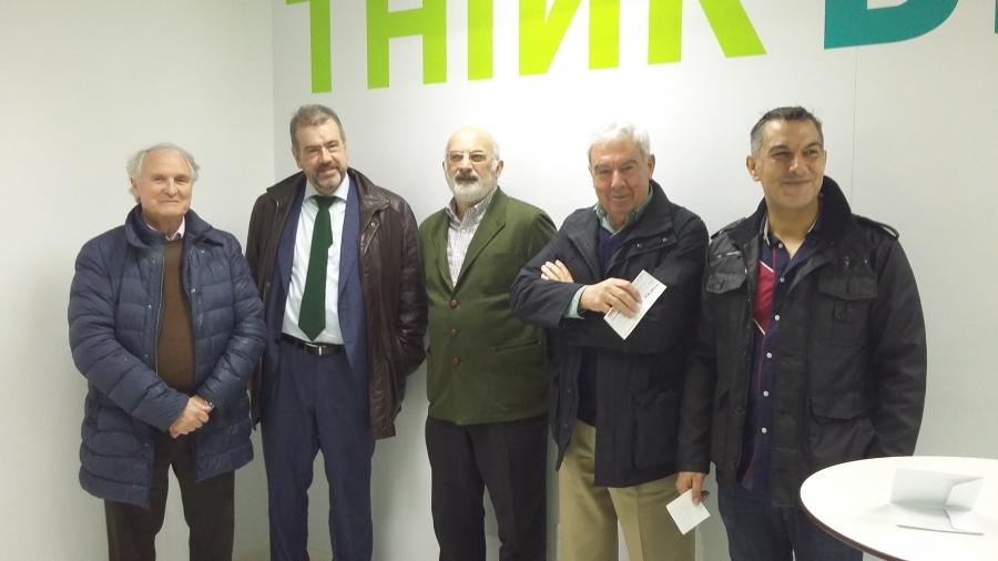 Juan Martínez entrega unha doazón económica á Fundación Menela