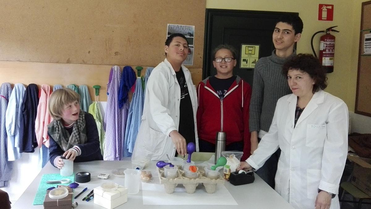 """O CSIC de Vigo participa no Centro Educativo Menela có obradorio  """"Microbios ao teu redor"""""""