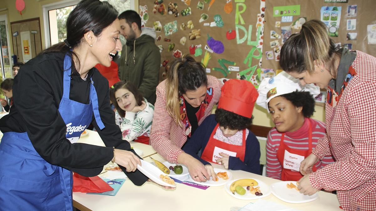 VEGALSA visita o Centro Educativo Menela para realizar un Obradoiro de Alimentación Saúdable